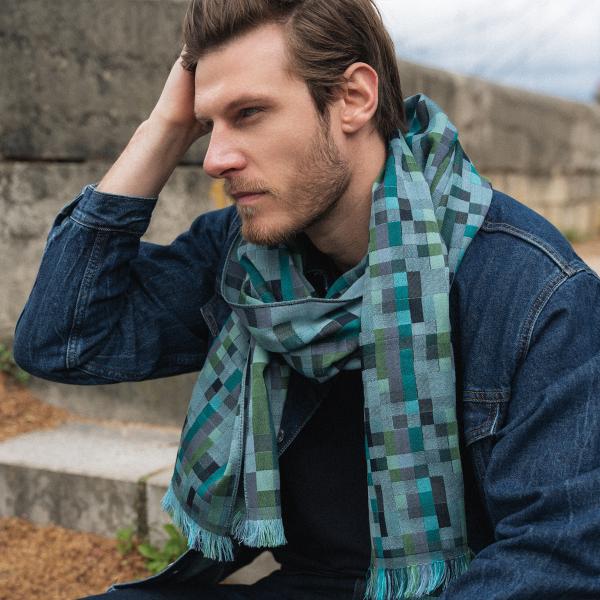 Echarpe-homme-laine-merinos-coton-soie-bleu-ciel-Recital-fabriqué-en-France