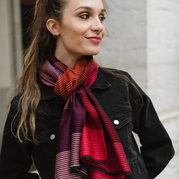 Echarpe-laine-merinos-soie-coton-rouge-fabrique-en-france-Kaleida