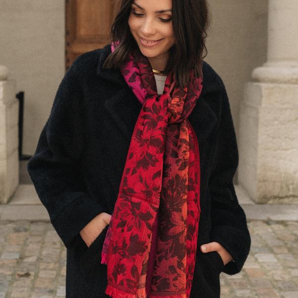 Etole-femme-romantique-laine-soie-rouge