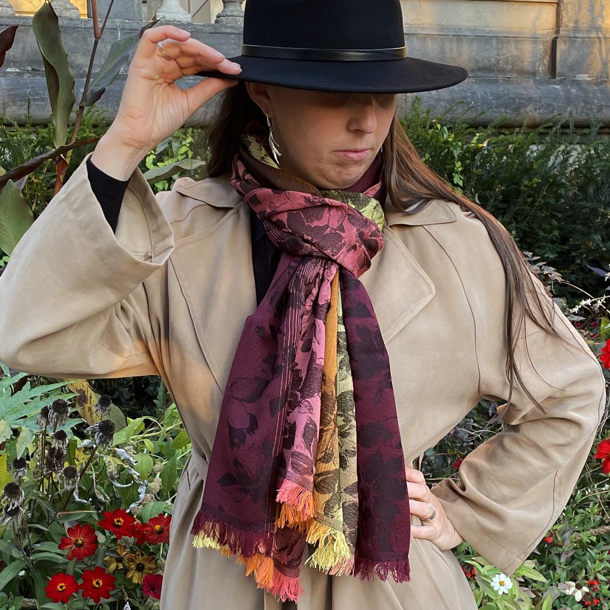 Grande étole femme en laine et soie Hermes Gold - Très haute qualité. dee1c78a8dc
